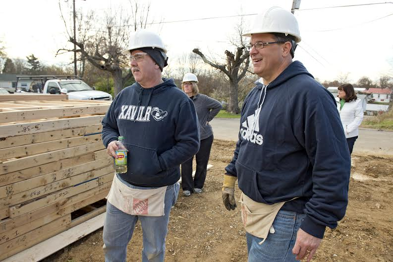 St. Elizabeth president and CEO Garren Colvin (right) was one of more than 770 associates who helped build a Habitat for Humanity coworker in Covington. Photo: David Sorcher