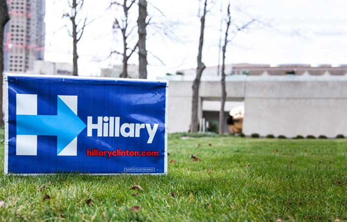 Hillary free-yard-sign-in-Iowa